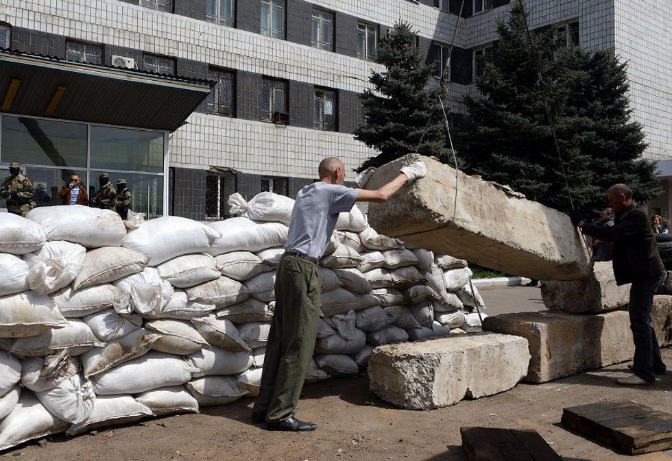 Chemist Luigi Cassar patents the self-cleaning concrete