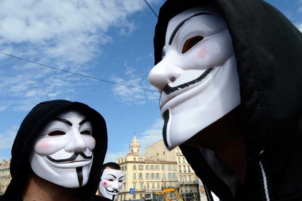 Anonymous: venerdì 11 tutti in guerra contro l'Isis. Sui social