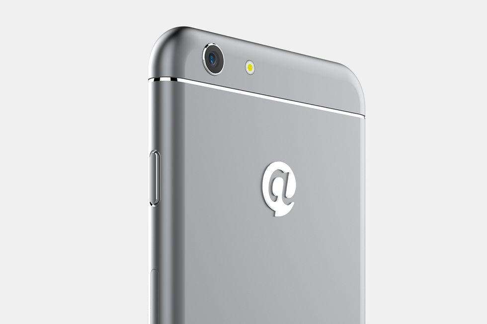 """iPhone 6 fuori, Android dentro: Dakele 3, il clone """"originale"""""""