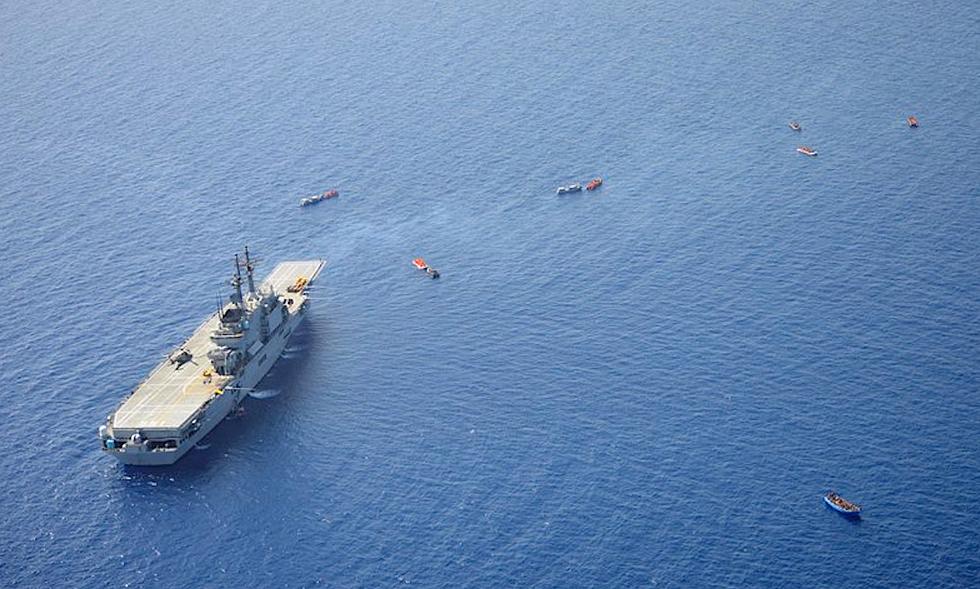 Migranti, si estende in acque libiche il mandato della missione Ue di salvataggio