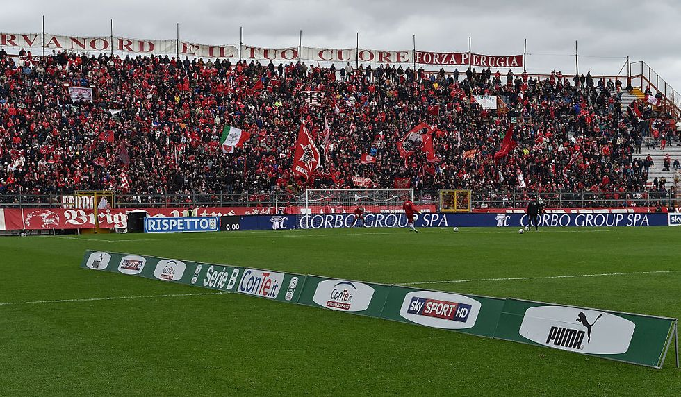 Perugia Ternana muore tifoso calciatori smettono giocare