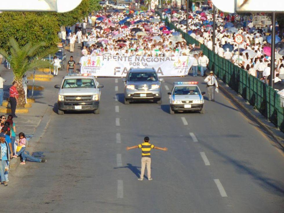 Messico: la foto del bambino contro l'omofobia è una bufala?