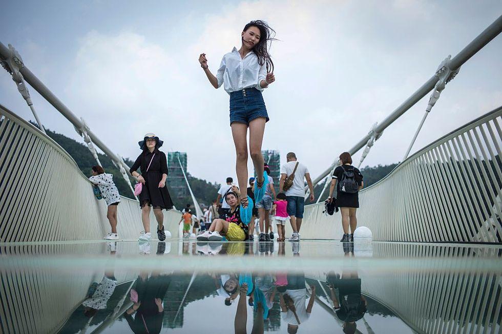 Troppi turisti, chiude il ponte dei record in Cina