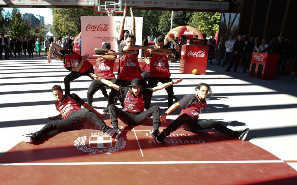 """Milano: il padiglione Expo di Coca-Cola """"riciclato"""" in un campo da basket coperto"""