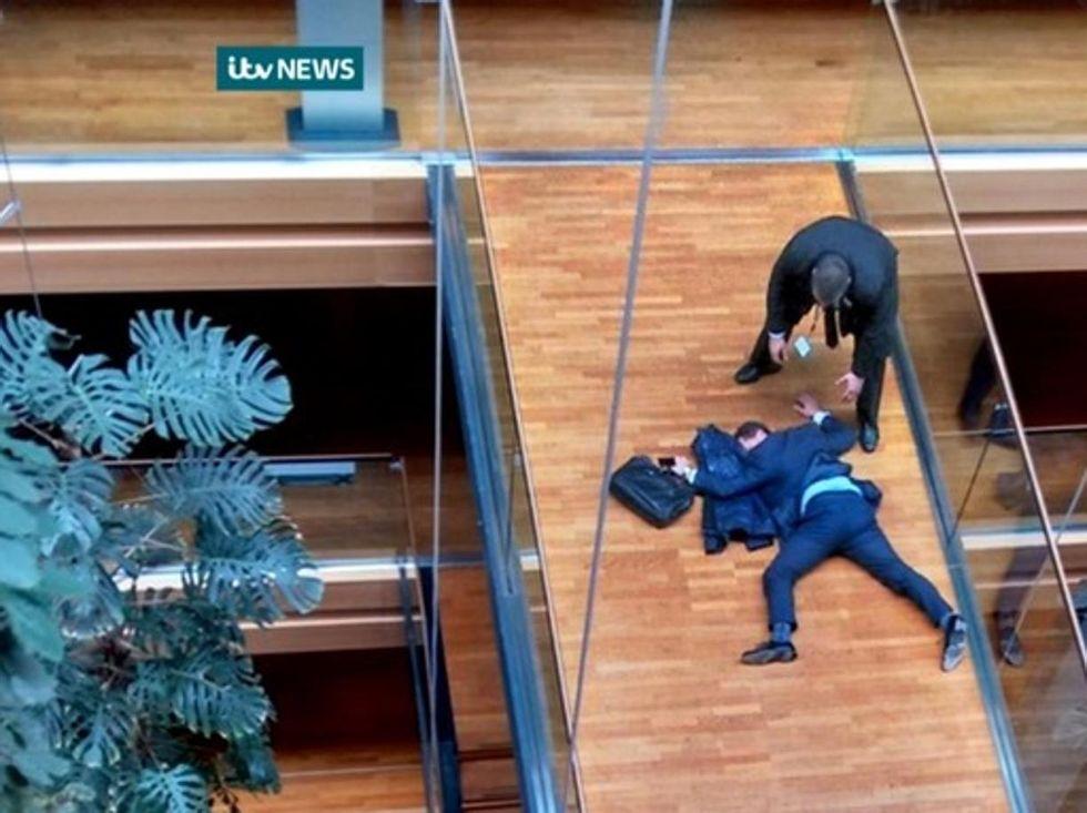 Scazzottata al parlamento Ue: ricoverato il leader Ukip Woolfe