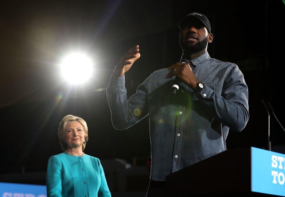 LeBron James si schiera con Hillary Clinton