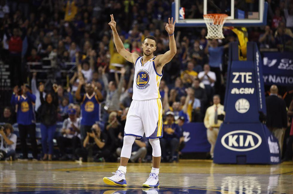 Nba, Stephen Curry da record: 13 triple in una sola partita - video