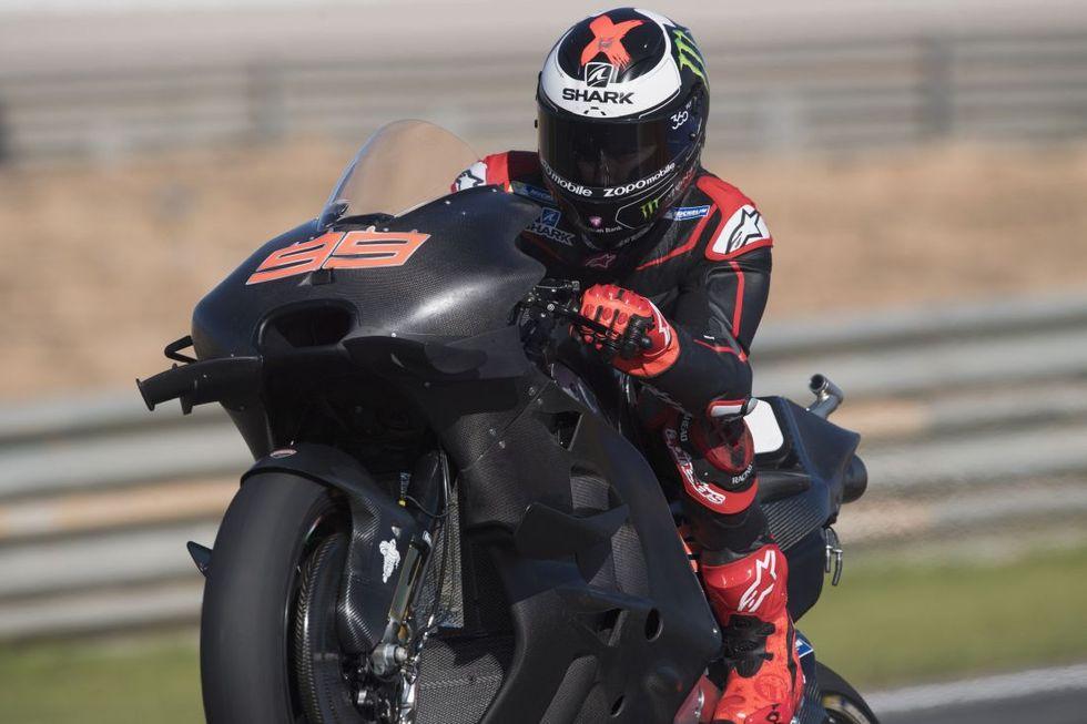 Lorenzo e la Ducati, insieme per battere le giapponesi. E Rossi