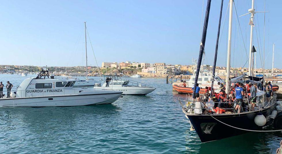 Ong-Mediterranea-Guardia-di-Finanza-Lampedusa
