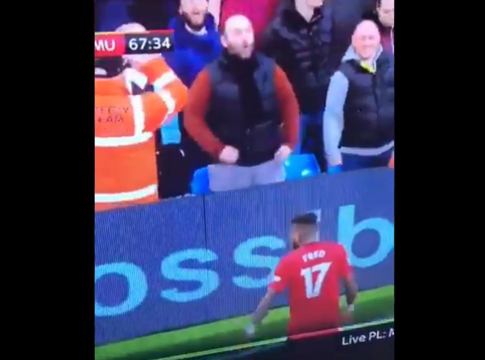 Manchester City, tifoso fa gesto della scimmia a Fered: arrestato per razzismo I VIDEO