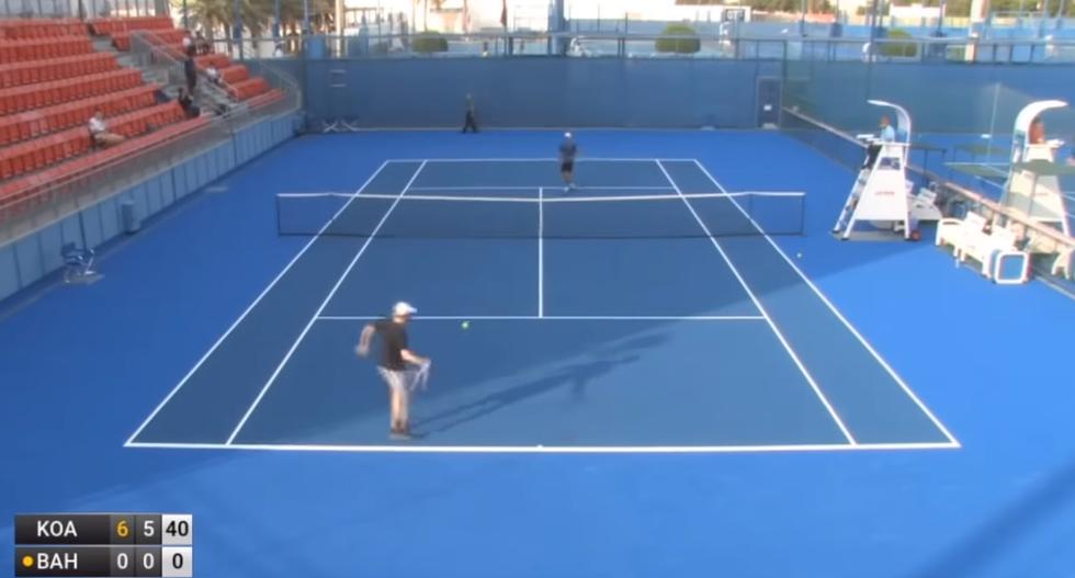 Il peggior tennista della storia: perde 6-0 6-0 senza fare mai punto I VIDEO
