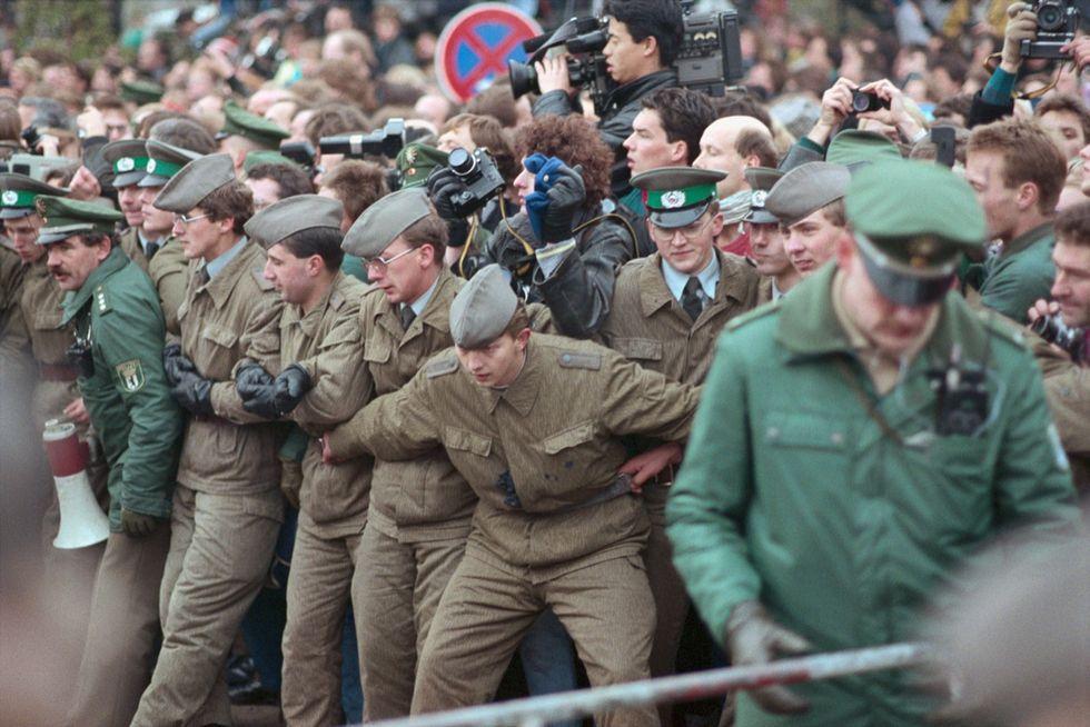 A difesa del muro di Berlino: la guardia di frontiera nella DDR e nella RFT. Storia e foto