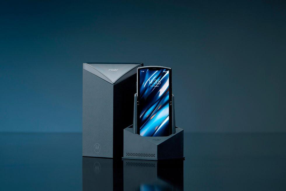 Motorola riporta in vita il Razr, il suo primo smartphone con display flessibile