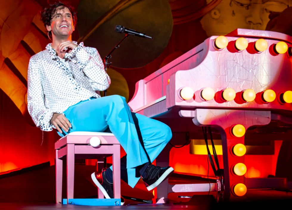 Mika entusiasma Roma con il suo show multicolor