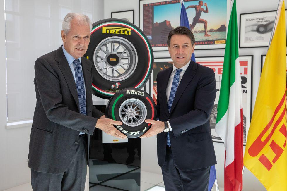 Giuseppe Conte visita l'area ricerca e sviluppo dell'Hq Pirelli