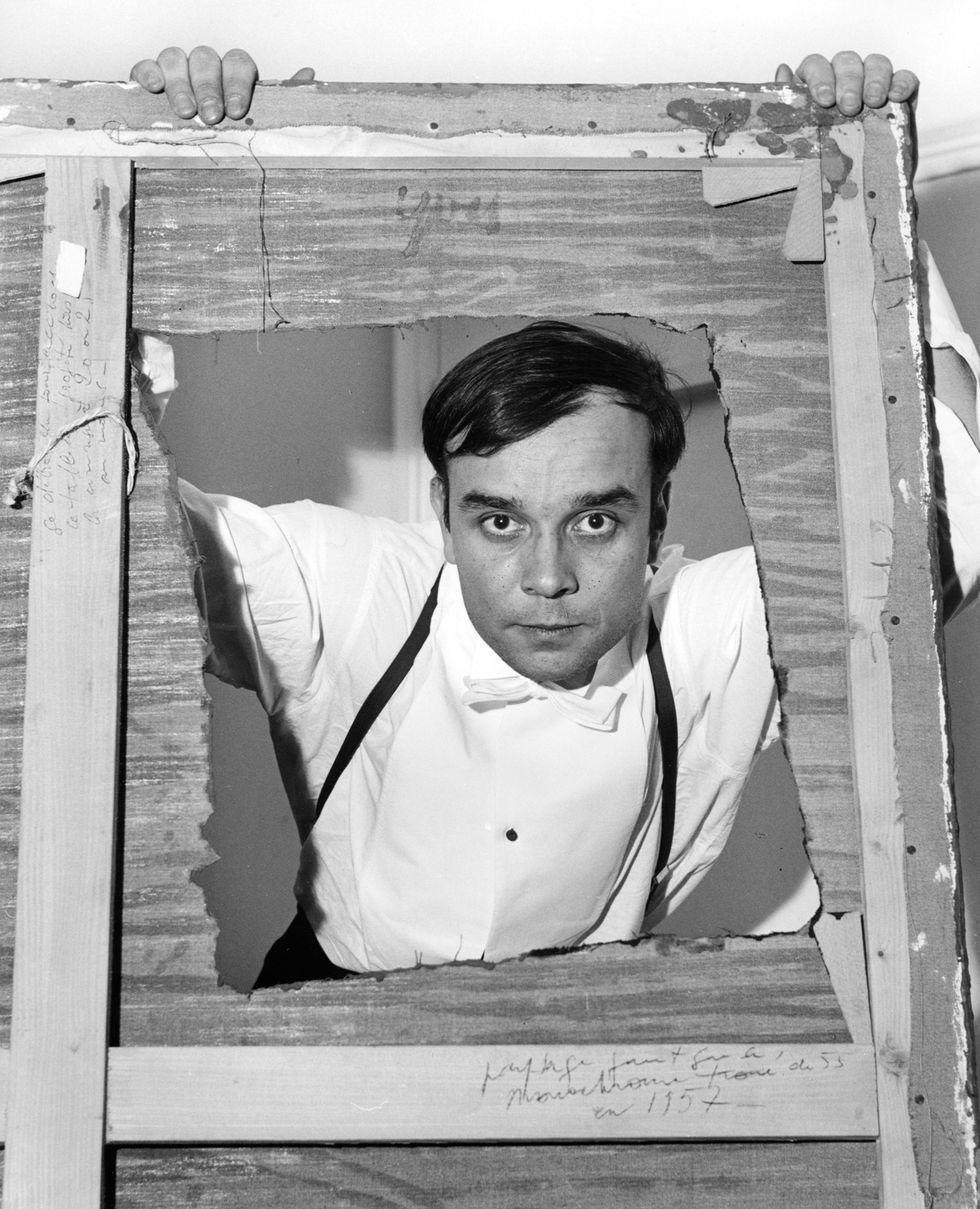 Yves Klein in un'immagine del 1957