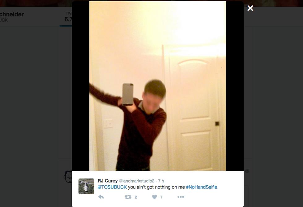 #NoHandsSelfie, il selfie senza mani