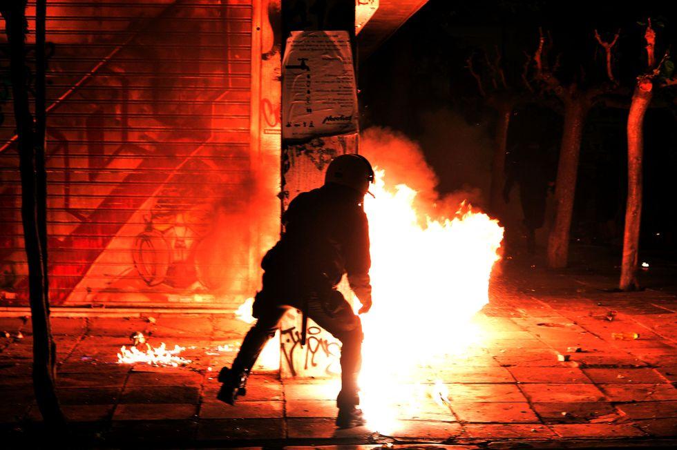 Gli scontri ad Atene durante la visita di Obama