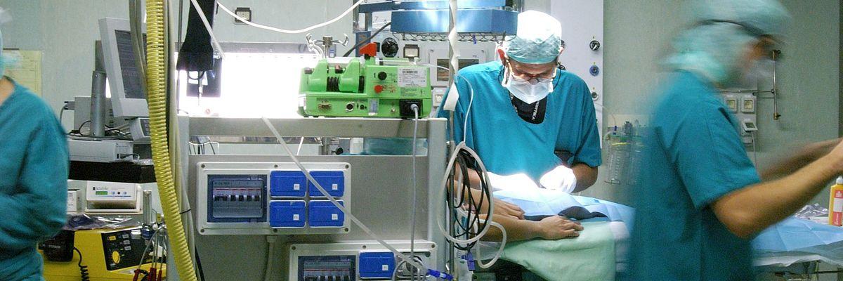 Miracoli e massacri in sala operatoria