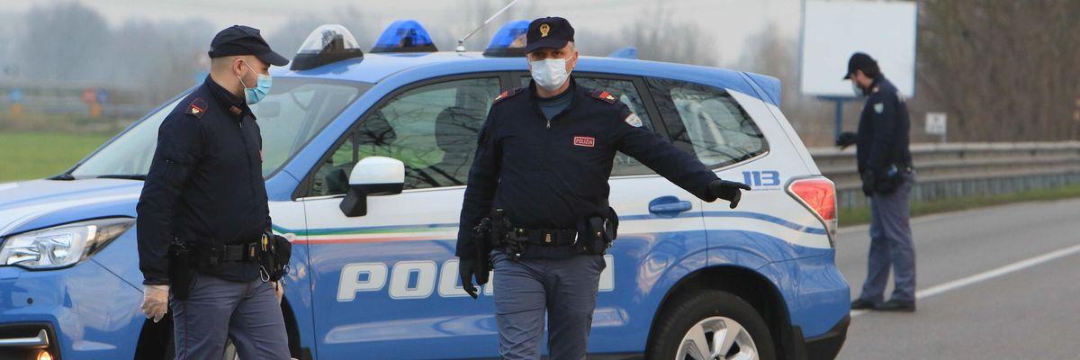 Coronavirus, Italia zona rossa. I controlli della Polizia