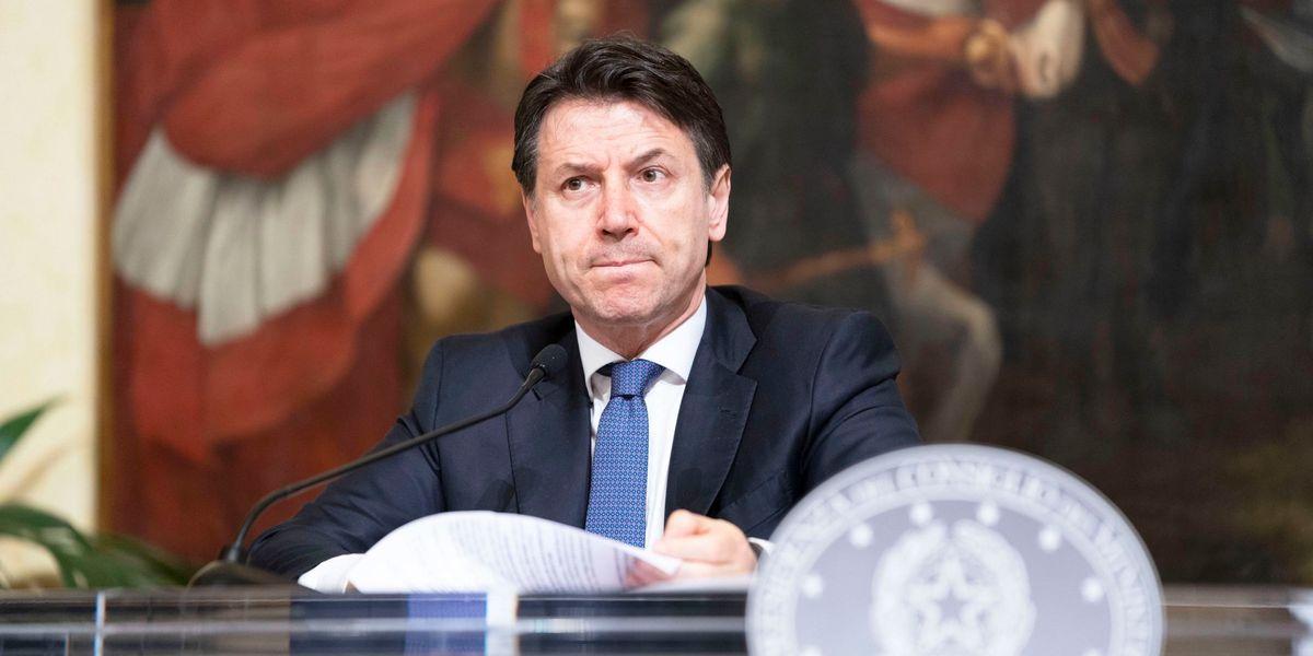 Conte proroga le restrizioni fino al 13 aprile. Ma tace sull'economia