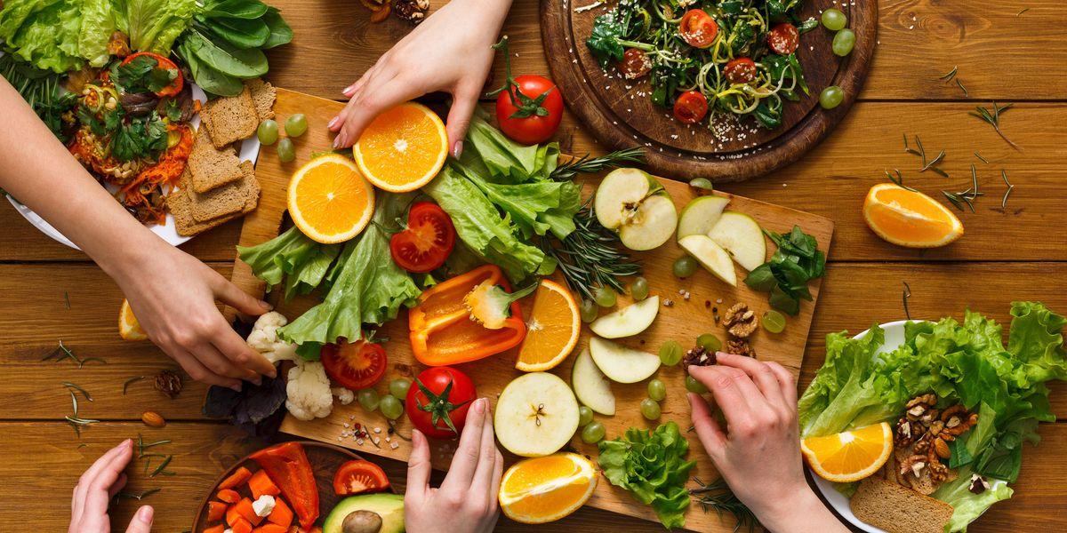 Cosa mangiare per proteggersi dal virus. Te lo dice il nutrizionista online