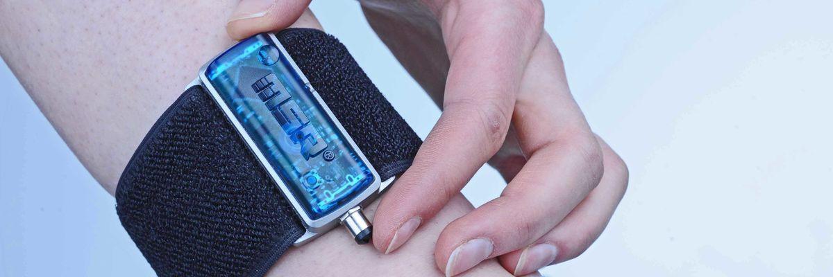 Ultime notizie (da operetta) sullo scandalo dei braccialetti elettronici