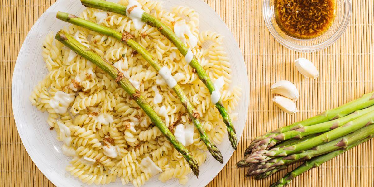 Cuciniamo insieme: fusilli con asparagi e noci