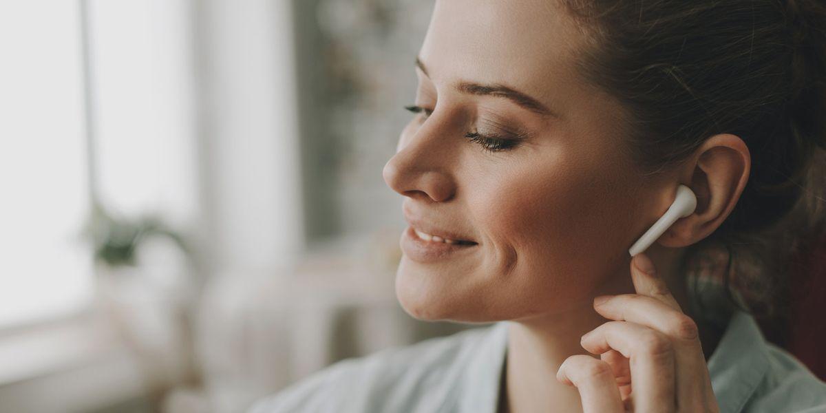 Auricolari in Smart working: attenzione ai rischi per l'udito