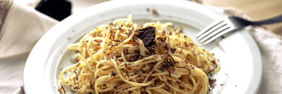 Cuciniamo insieme: Strangozzi alla spoletina (con tartufo e salsiccia)