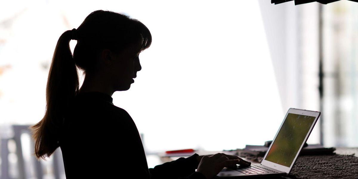 Famiglie e bambini vittime della scuola online