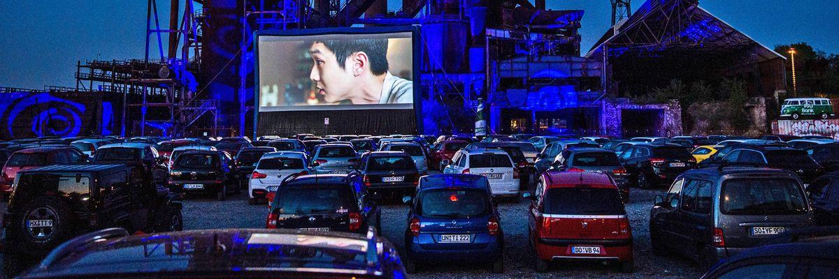 Drive-in, il cinema rinasce in auto nelle sale all'aperto