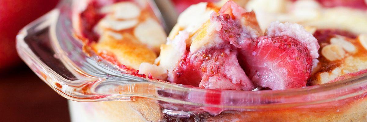 Cuciniamo insieme: Gratin di crema e fragole (e panini allo yogurt)