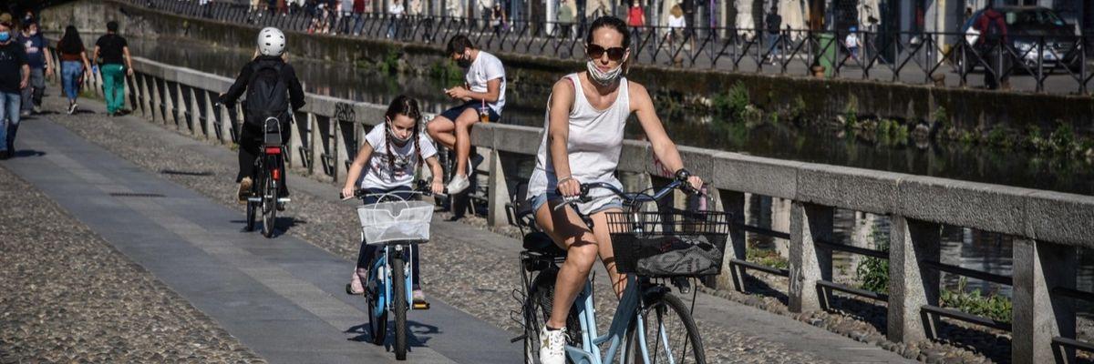 Fase2: a Milano si ripopolano i Navigli -FOTO-