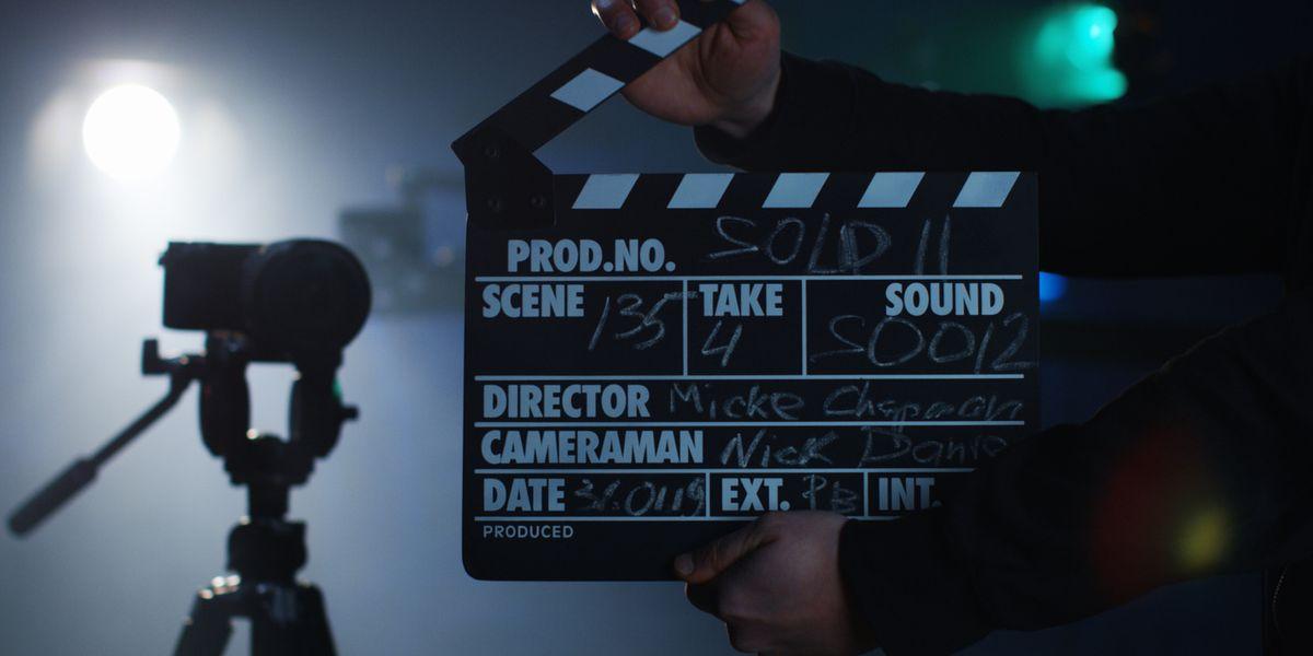 Warner Bros cambia i set per ripartire con la televisione