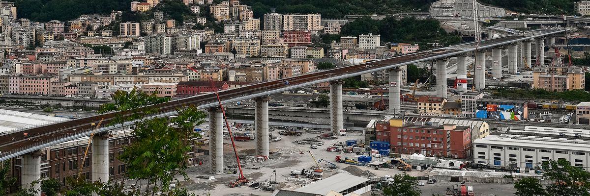 Ponte Morandi, le promesse dei politici contro Autostrade per l'Italia