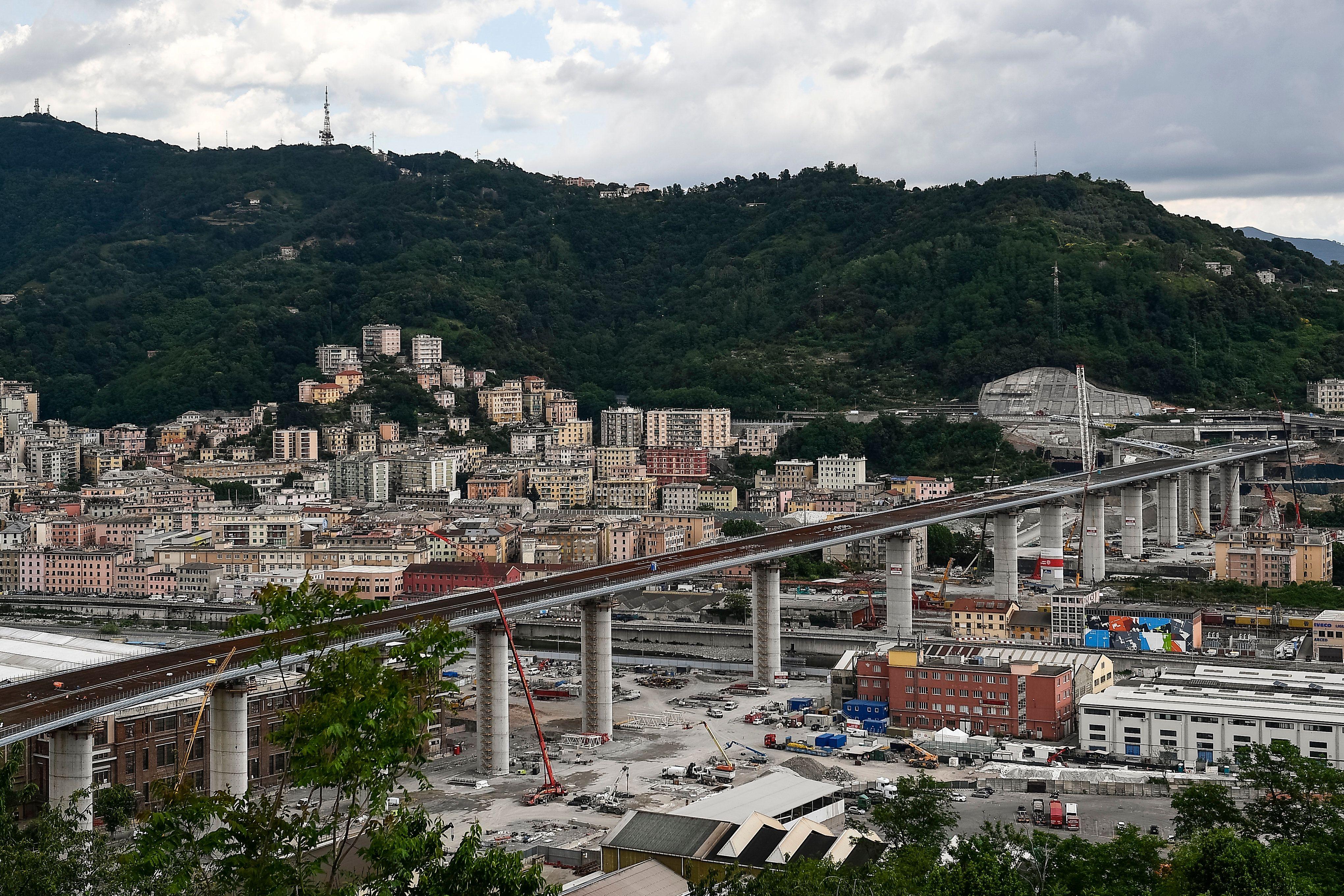 Ponte Morandi, le promesse dei politici contro Autostrade pe