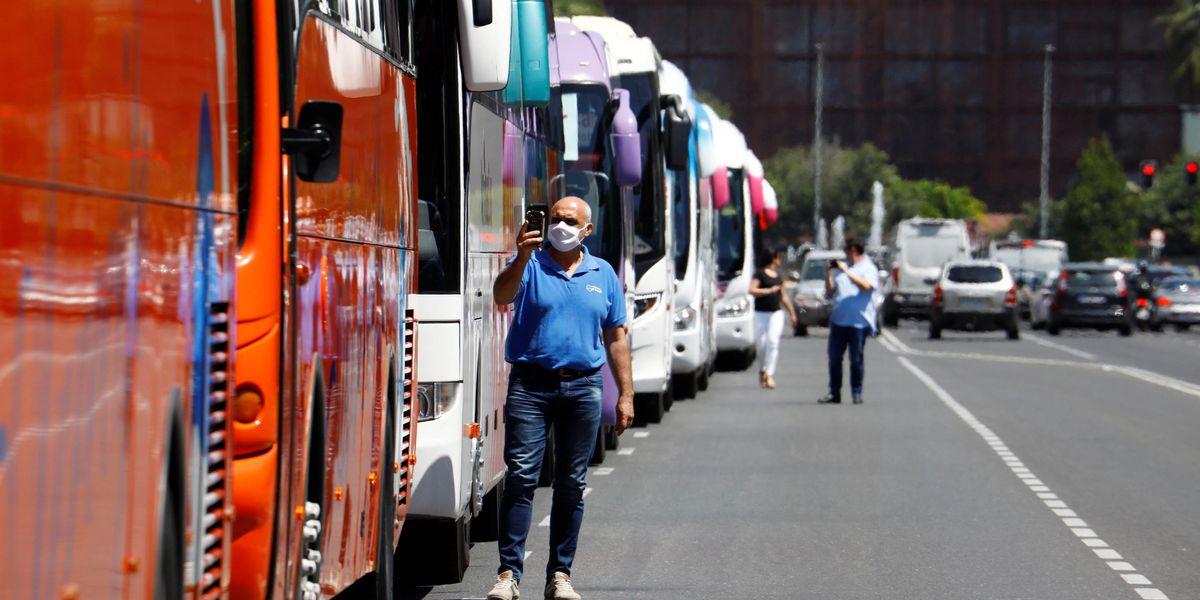 Aiuti volatilizzati e bus turistici beffati