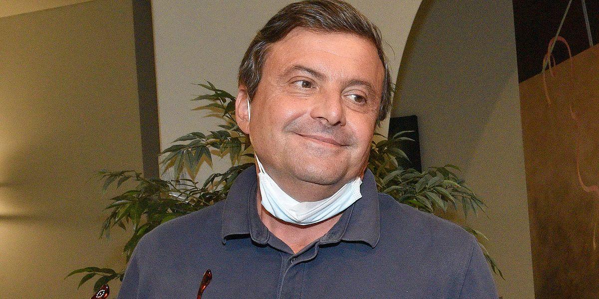 Calenda: «Italia fuori controllo: a fine 2021 un debito sopra il 170%»
