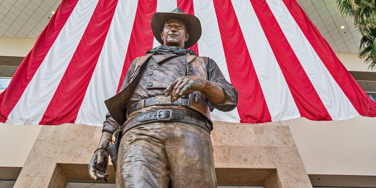 Ed ora tocca a quel razzista di John Wayne