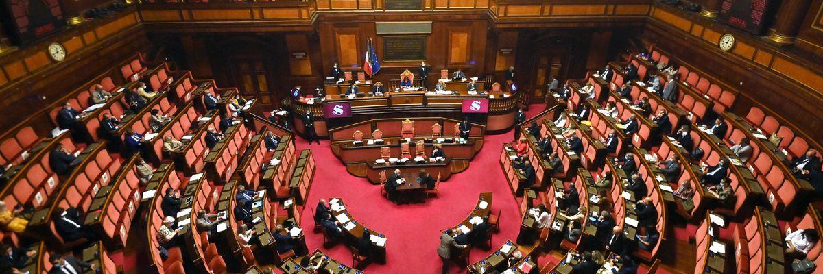 Quanto guadagna un politico in Italia, gli stipendi dal parlamentare al consigliere comunale
