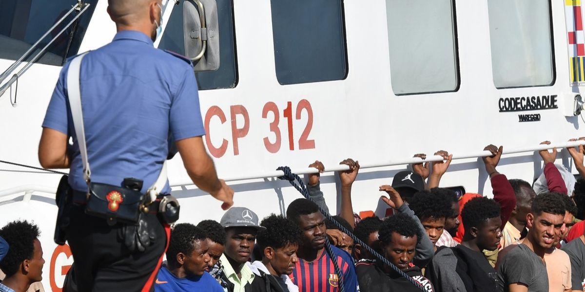L'impossibile gestione dei migranti tra pregiudicati e positivi al Covid