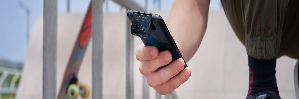 Tripla fotocamera rotante per lo ZenFone 7