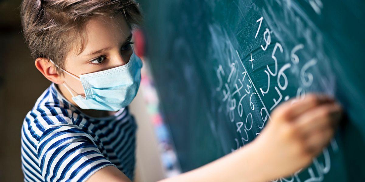 Scuola, mascherine e misurazione della febbre, i nodi da sciogliere