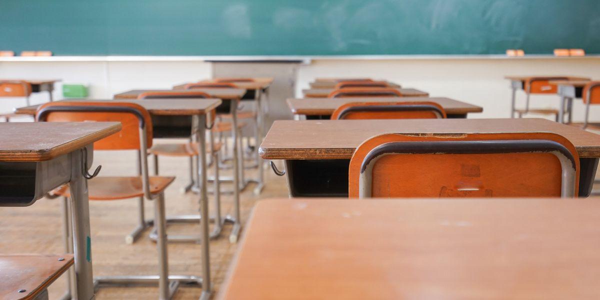 La burocrazia e il governo travolgono la scuola, eppure basterebbe coinvolgere i privati