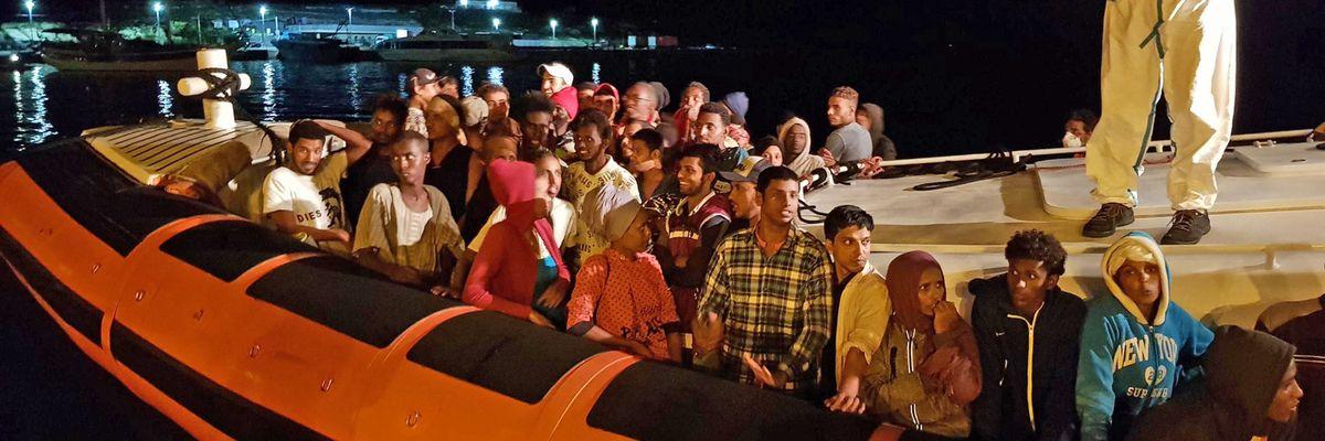La linea politica del governo sui migranti è il caos