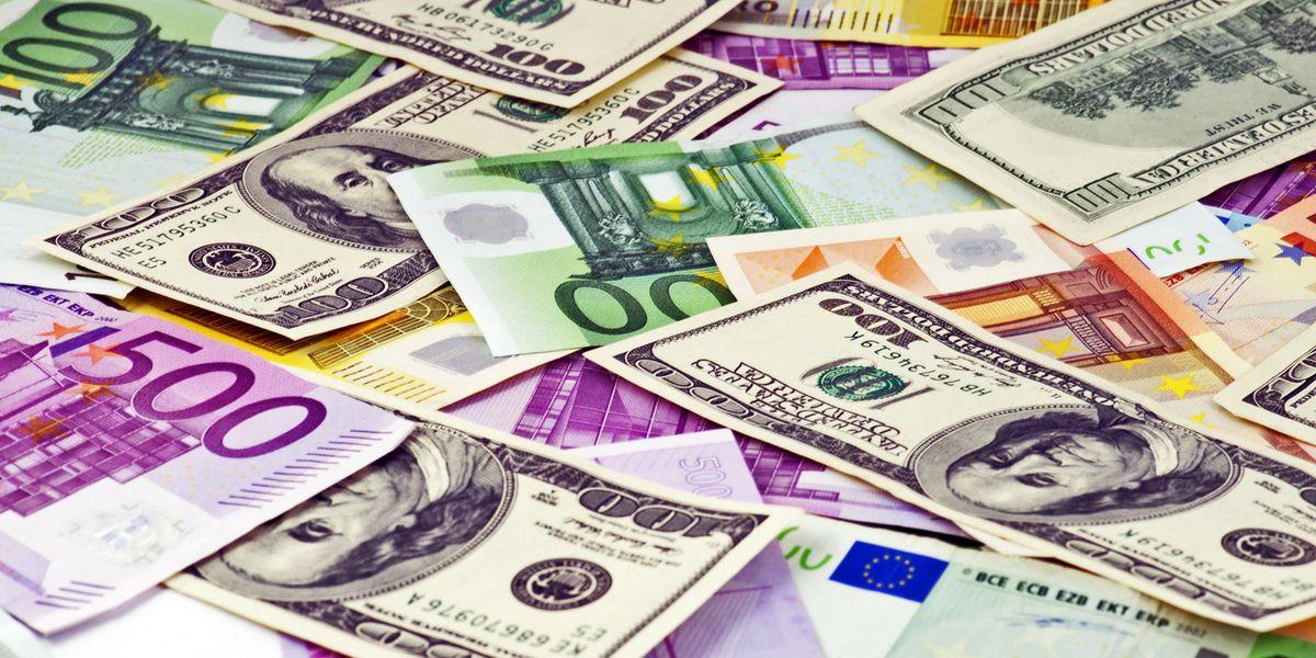 """Super Euro contro il Dollaro: sono più i """"contro"""" dei """"pro"""""""