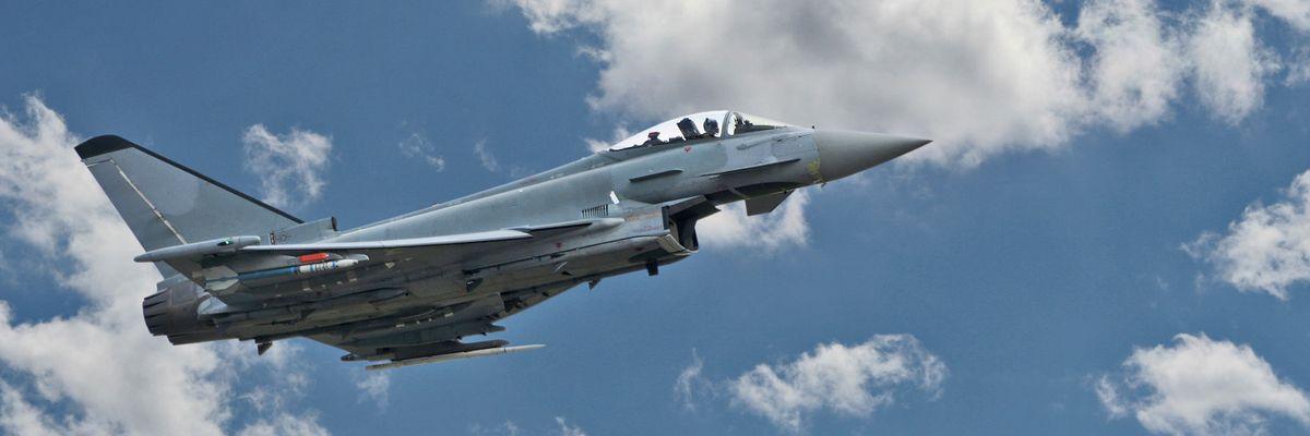 Gli svizzeri dicono si per nuovi caccia e missili