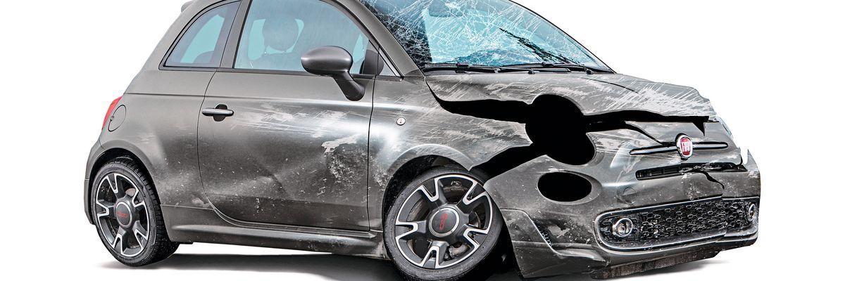 Gli sfascia carrozze: così è stata demolita la produzione italiana dell'auto