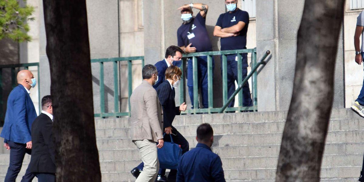 Conte «manda a processo Salvini» ma viene travolto